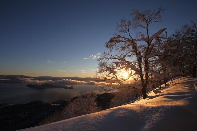 východ slunce na horách