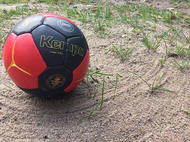 míč na písku